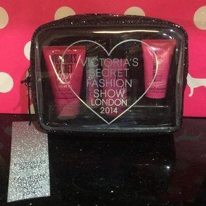 New Victoria's Secret sparkle makeup bag angel Lot
